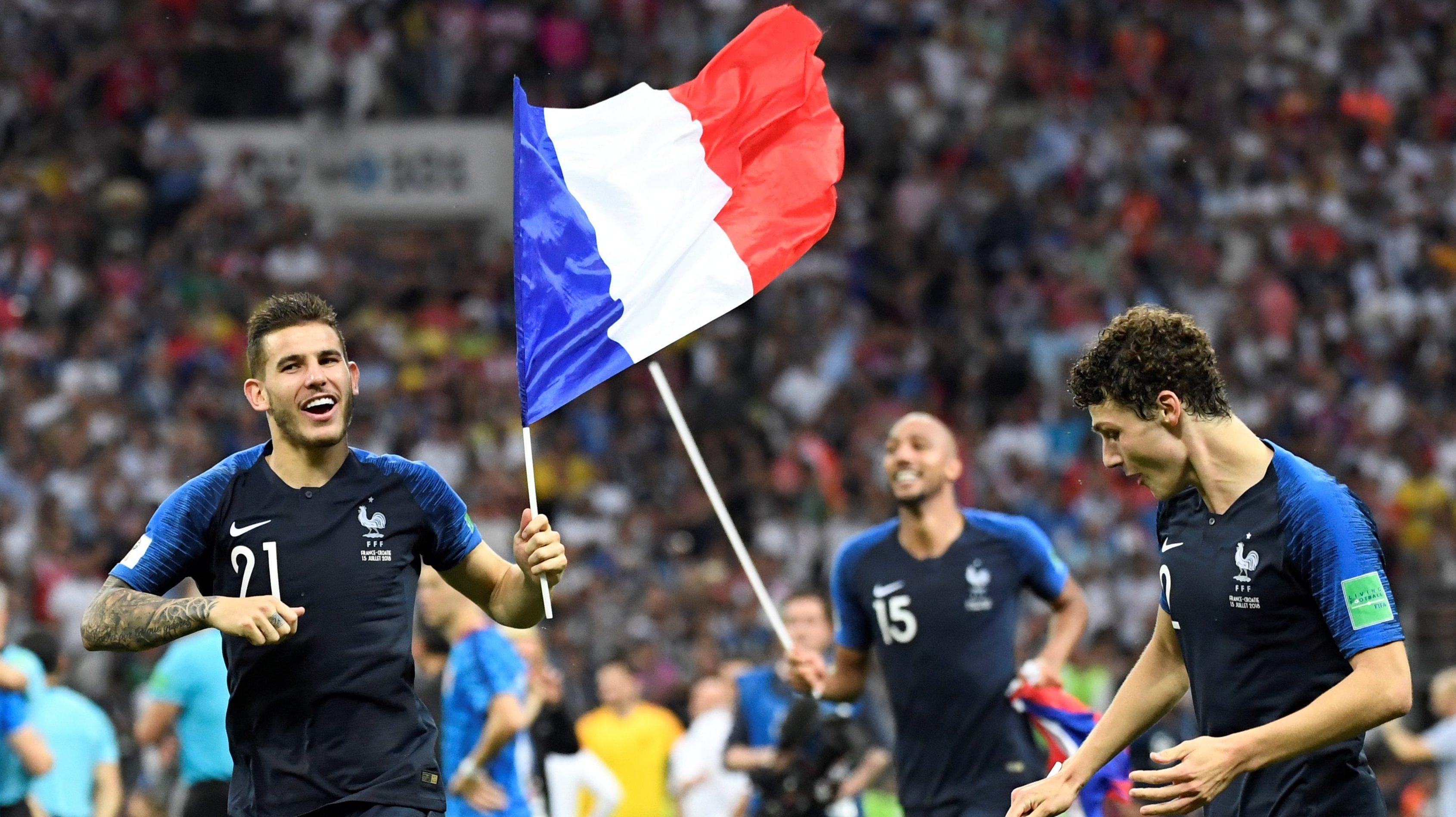 Lucas Hernández s Benjaminem Pavardem slaví triumf na mistrovství světa