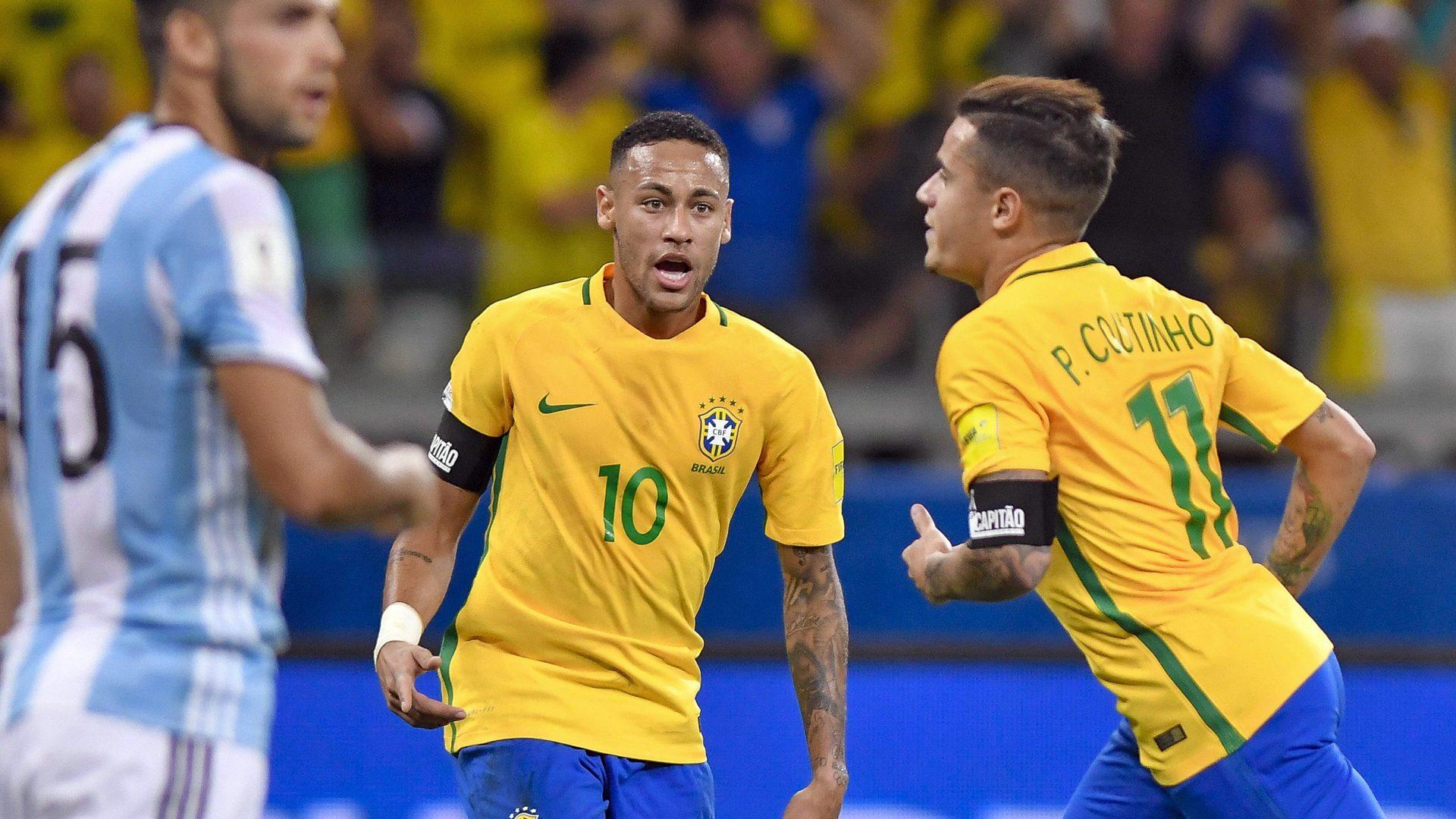 Coutinho v akci za brazilskou reprezentaci.