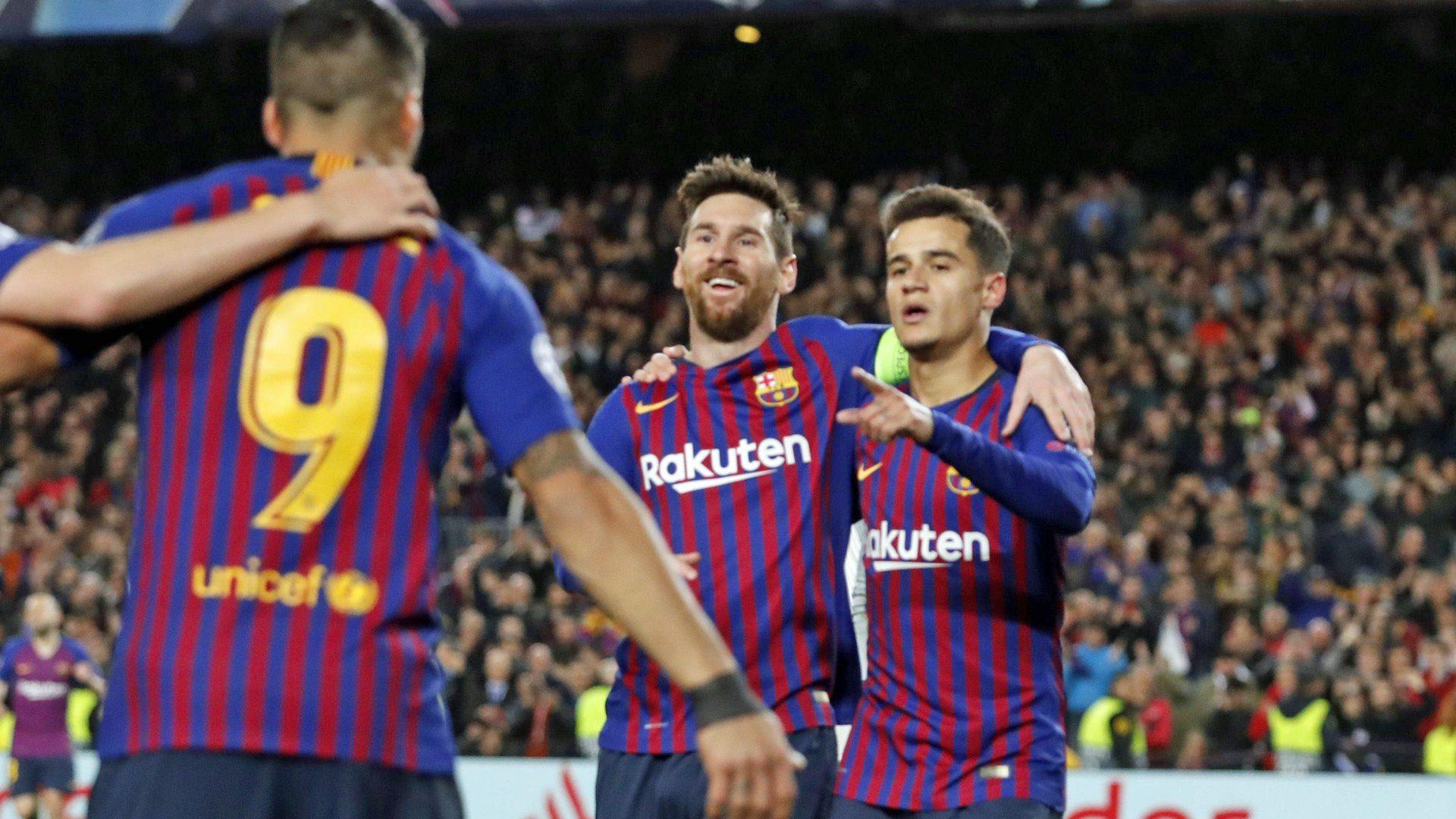 Útočné trio Messi, Suárez, Coutinho slaví barcelonskou branku.