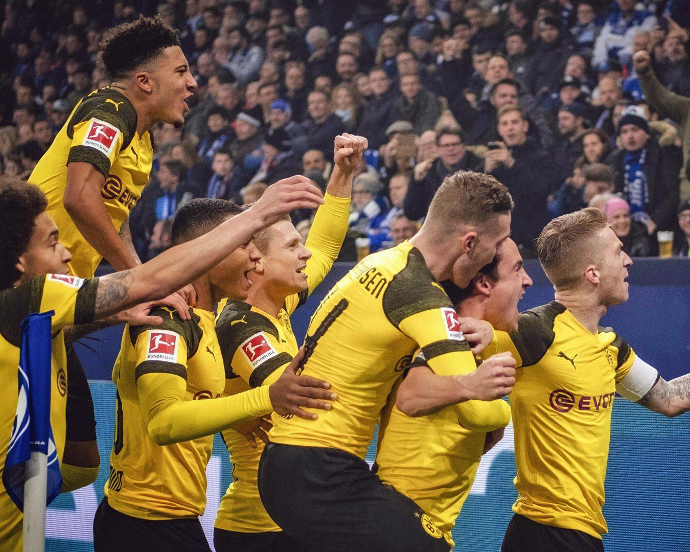 Revierderby last season - Dortmund team celebrate their goal