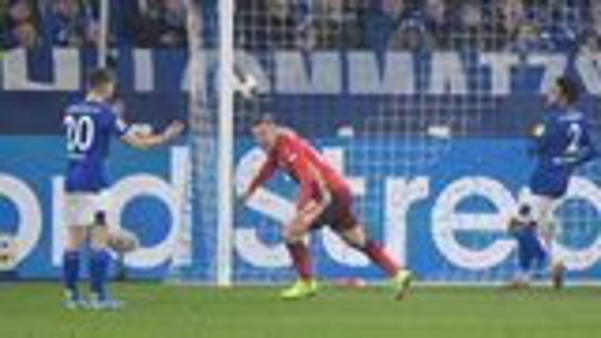 Hennings sichert Düsseldorf einen Punkt auf Schalke