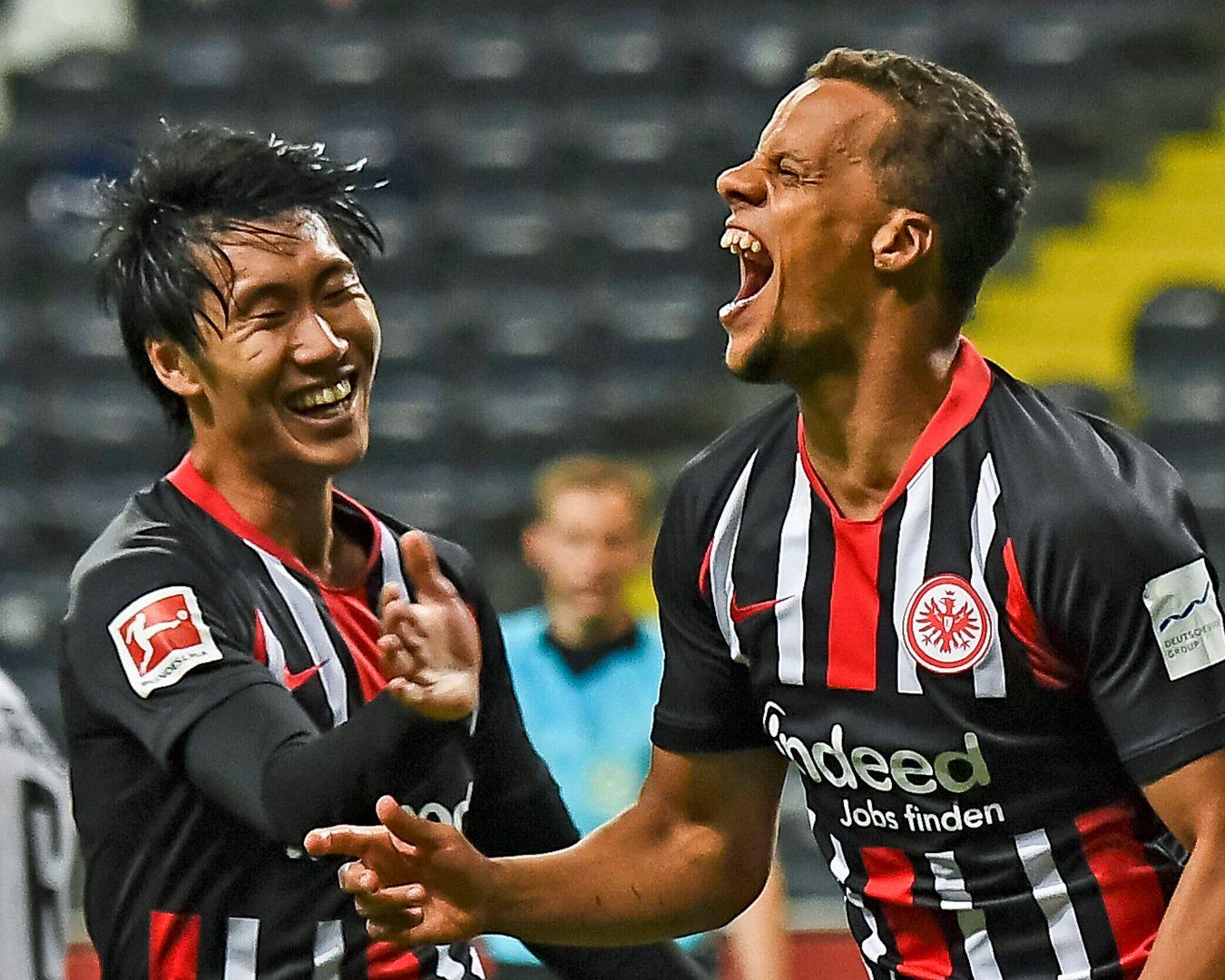 Bundesliga | Supersub Timothy Chandler rescues Eintracht Frankfurt ...