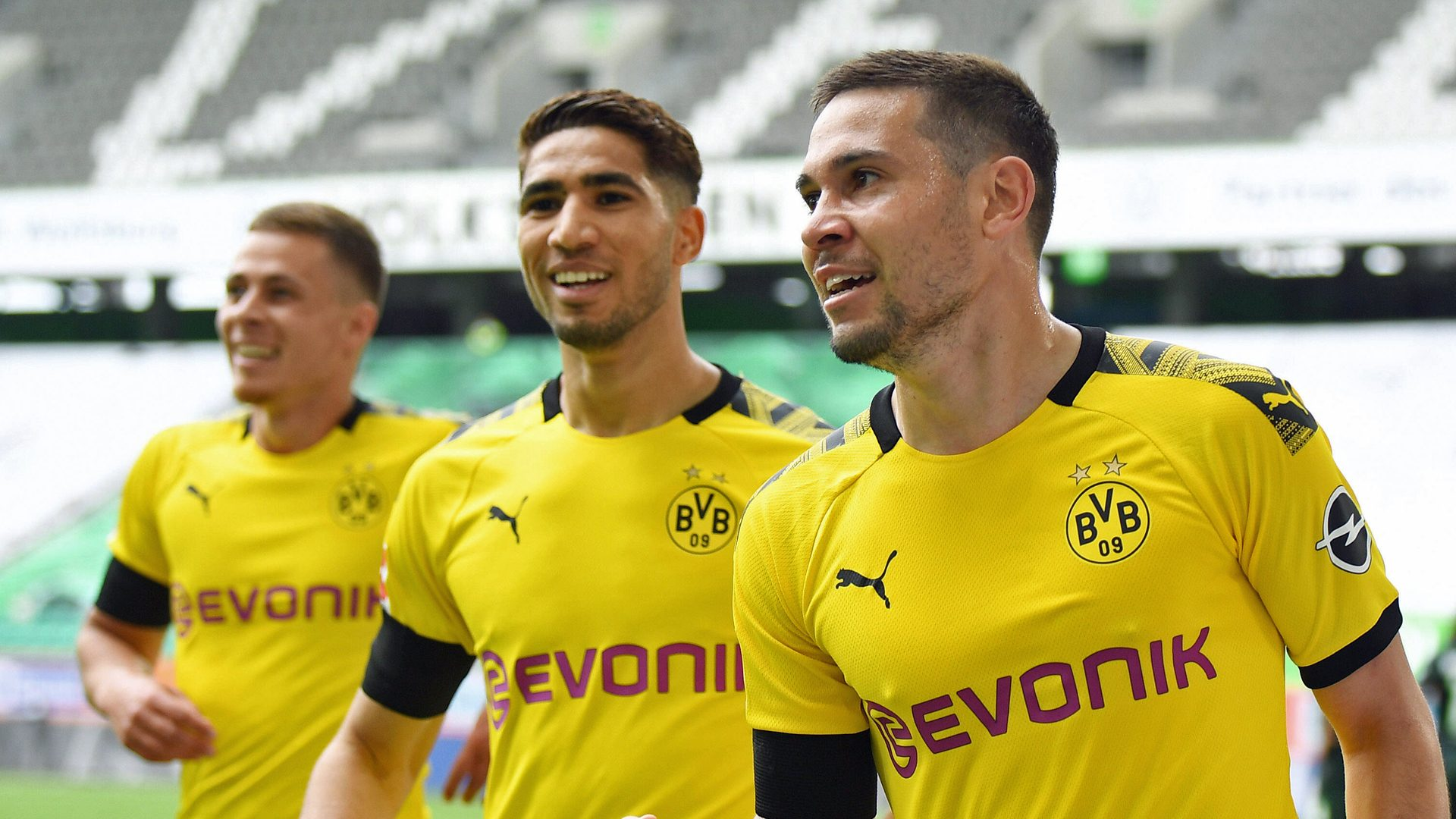 Bundesliga | Borussia Dortmund keep pressure on Bayern Munich with ...