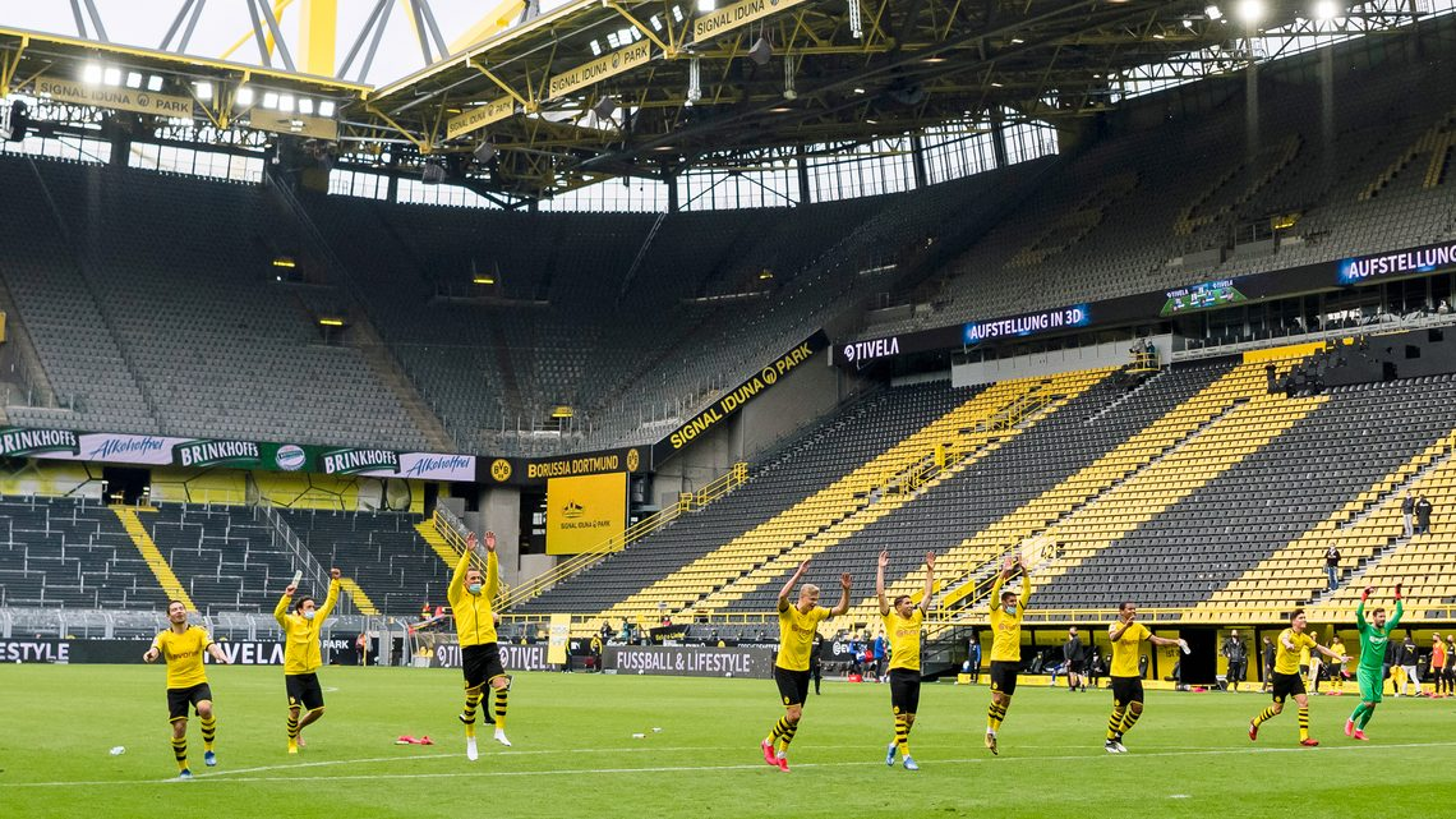 dortmund team celebration yellow wall bvb s04 - Brilliant Borussia and Sloppy Schalke: Match Report: Borussia Dortmund 4 – 0 Schalke 04