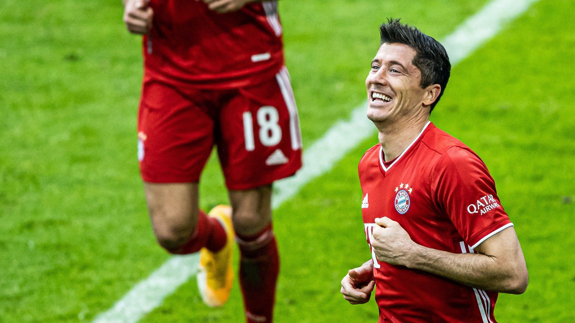 Lewandowski hat-trick as Bayern thump Frankfurt