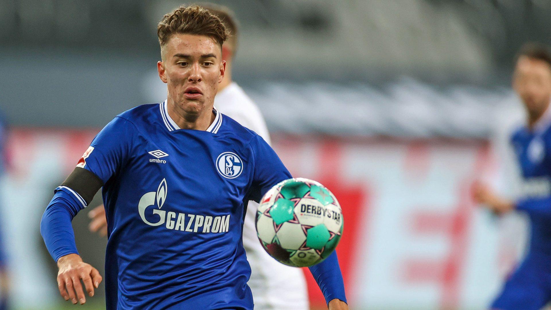 Who is Schalke's USA teenager Matthew Hoppe?