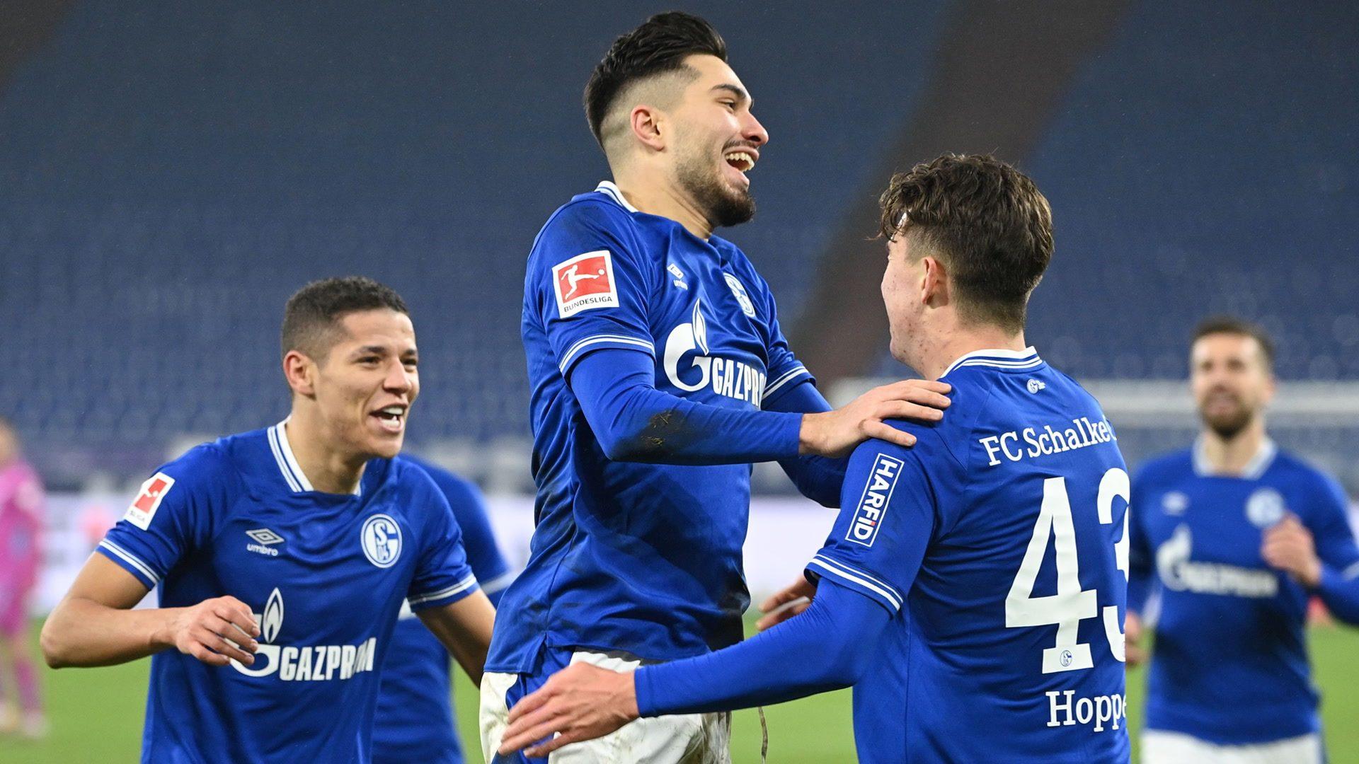 Hoppe helps Schalke snap 30-game winless run