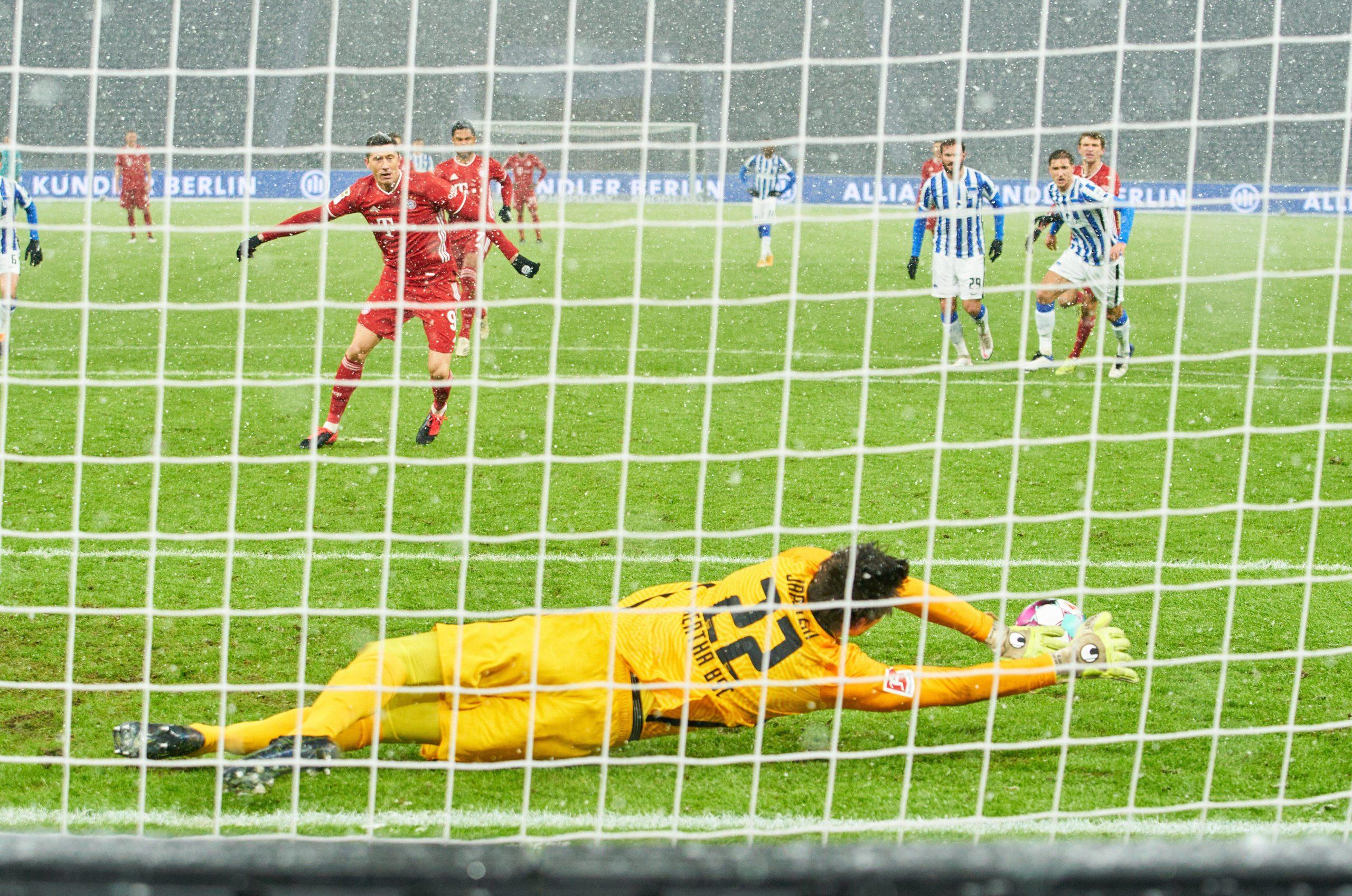 Бундесліга. Повернення Хедіри, незабитий пенальті Левандовського і... перемога Баварії - изображение 1