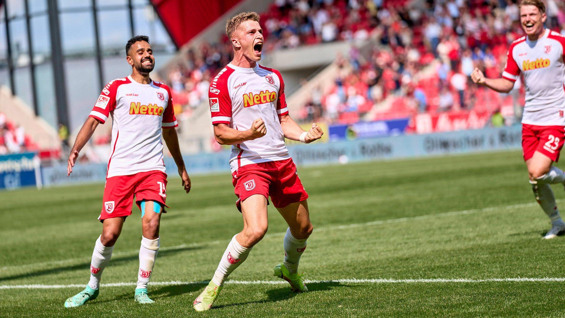 Bundesliga 2, Matchday 4 round-up: Regensburg stay perfect with convincing Schalke win